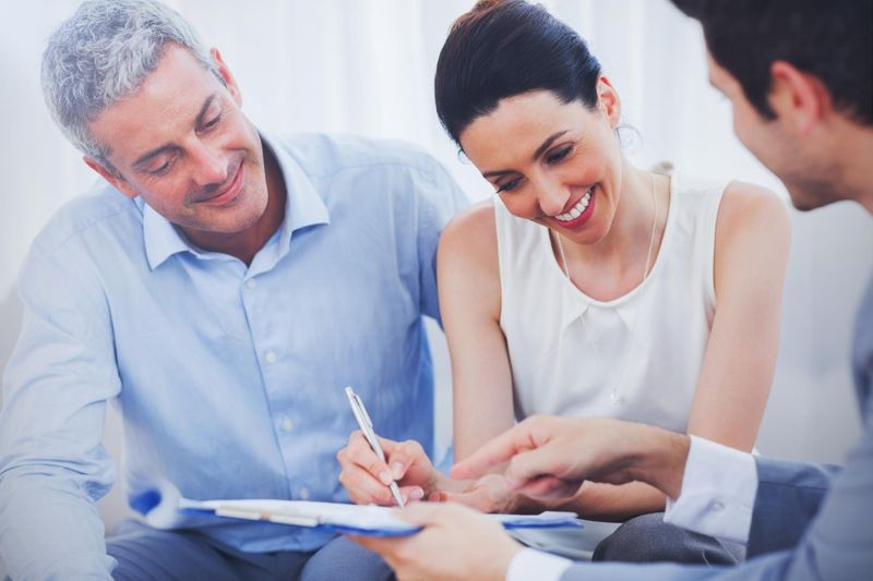Clients Signing a Buyer's Representation Agreement